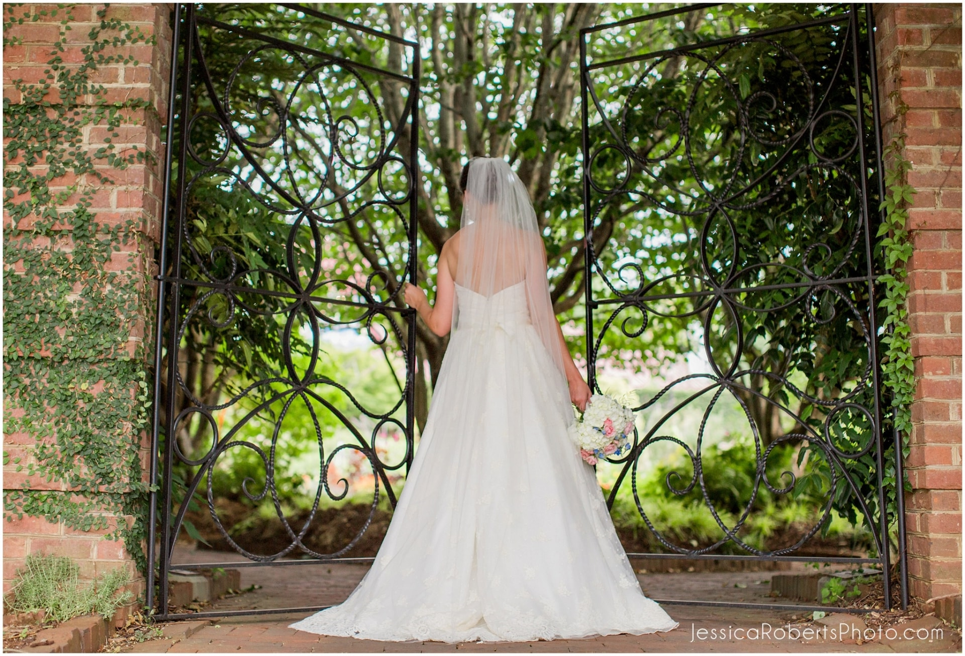 Unique, outdoor and exotic bridal portraits and engagement photos at Riverbanks Zoo in Columbia, South Carolina
