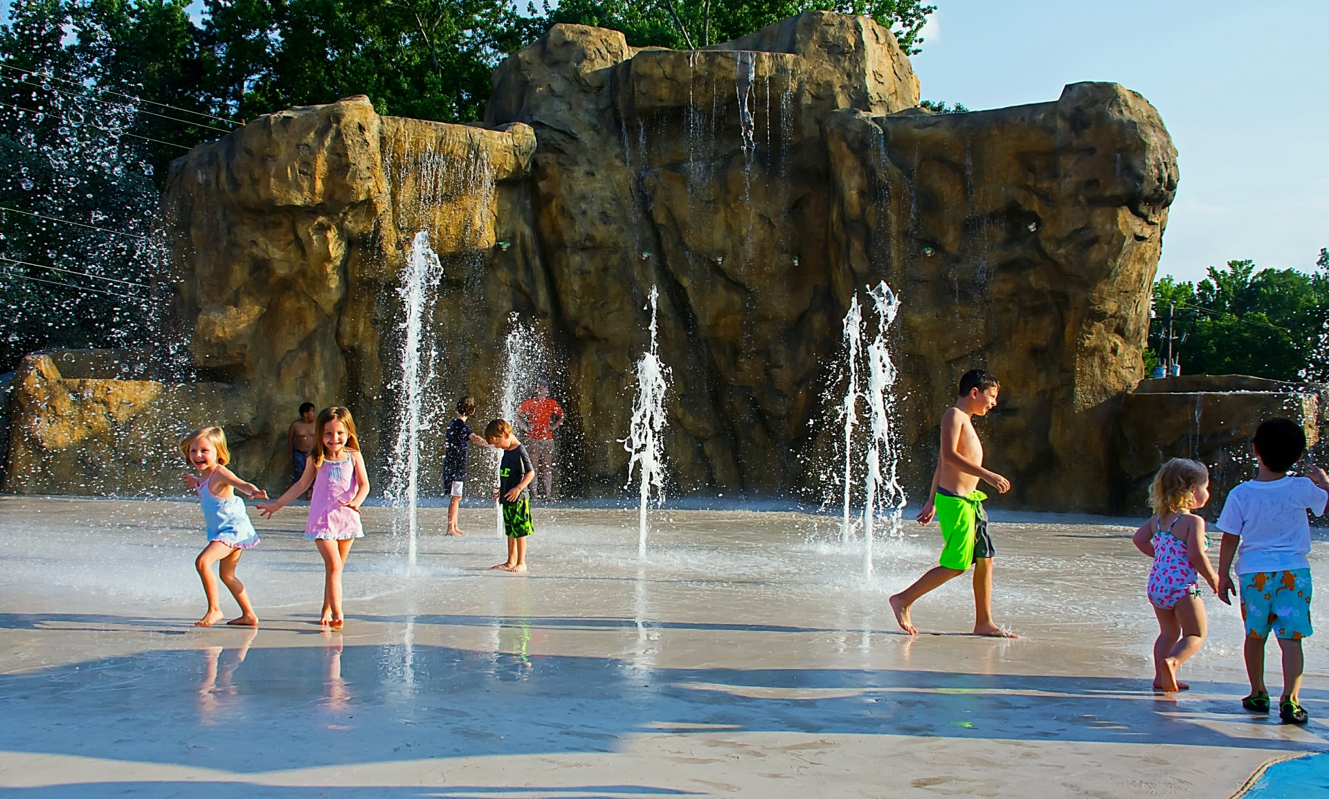 Zoo Birthday Party at Waterfall Junction splash pad - kids playing