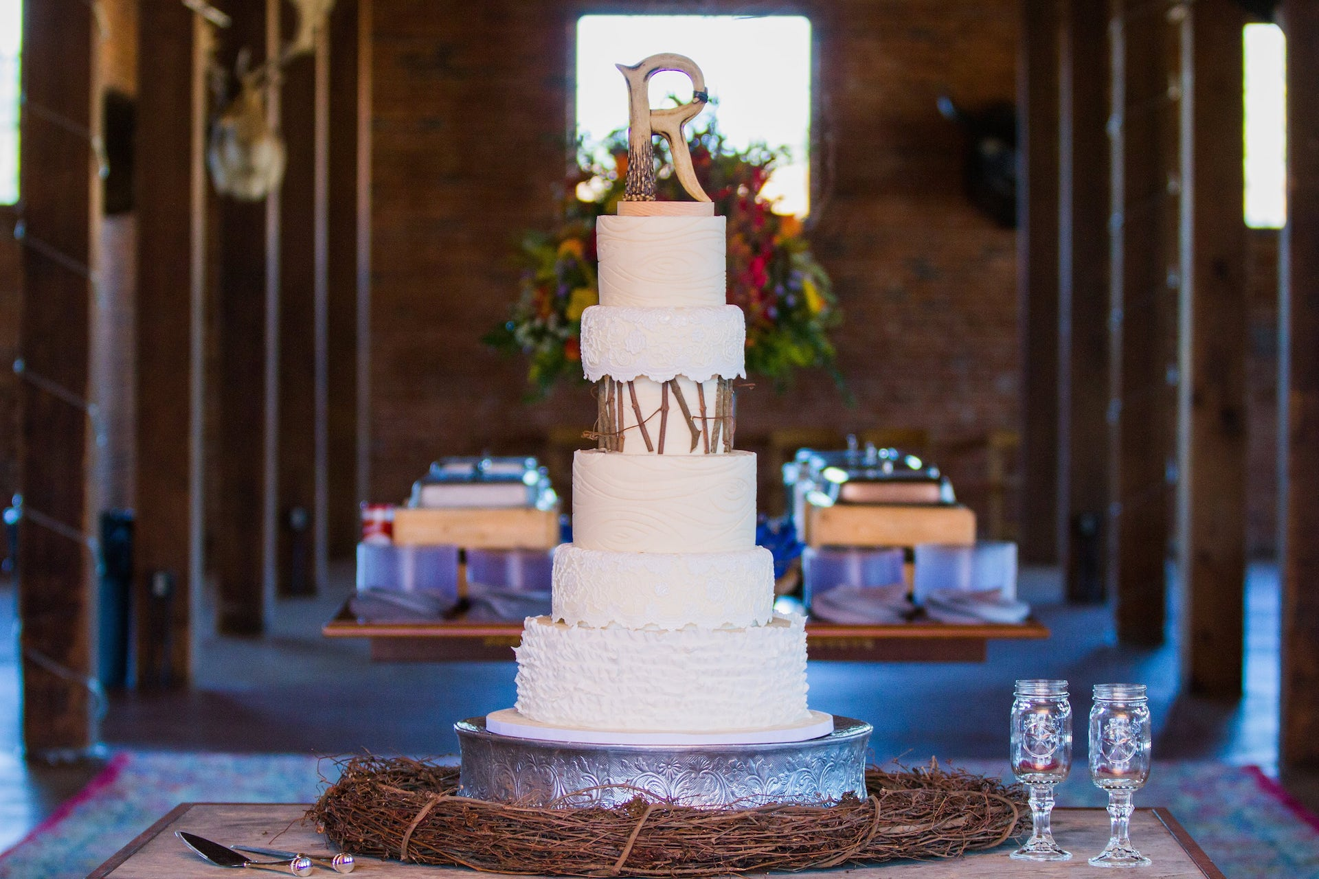 Rustic elegant wedding cake by Bonnie Brunt Cakes. Perfect look for a zoo wedding in the Ndoki Lodge!